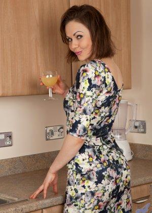 У Тины Кей возникла прекрасная мысль возбудить мужа на кухне, ведь они еще такого не практиковали - фото 1