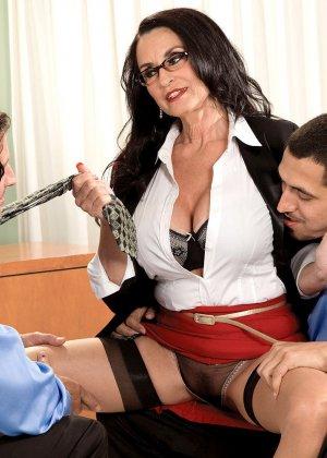 Рите Дэниэлс захотелось секса на работе - фото 5