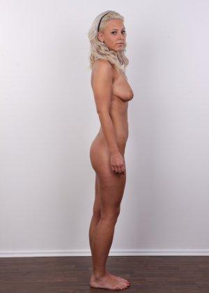На чешском кастинге сексуальная телка снимает с себя все лишнее и остается обнажена - фото 11