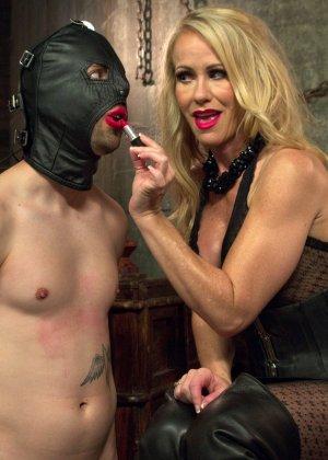 Симона Совей накрасила своему мужу губы помадой и заставила его сосать у другого парня - фото 10