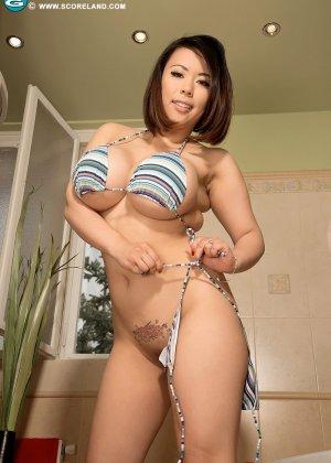 Тигерр Бэнсон – азиатка с огромную грудью, которую она всегда старается подчеркнуть с помощью одежды - фото 14