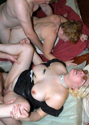 Костюмированная вечеринка для взрослых пар всегда подразумевает под собой шикарную оргию в конце - фото 13