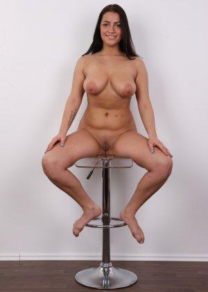 Девушка побрилась специально перед важным кастингом на роль в эротической картине - фото 16