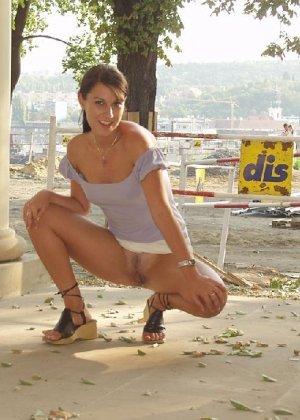 Тина обожает обнажаться на улицах города, в публичных местах, при этом шокируя прохожих своей откровенностью - фото 29