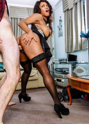 Кики Минай умеет хорошо отсасывать, принимать в пизду и дает обкончать себя густой спермой - фото 8