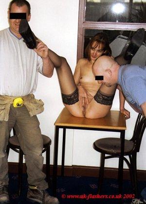 Джанна заходит в кафе в одних чулках, мужчины не могут отвести от нее взгляд и просто тут трахают - фото 15