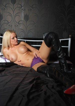 Эротичная блондинка показывает свое восхитительное тело - фото 5- фото 5- фото 5
