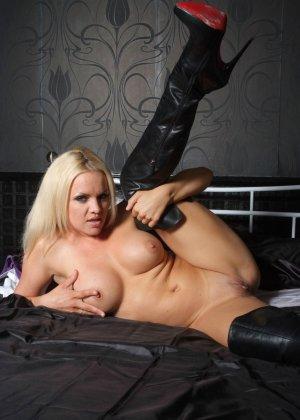 Эротичная блондинка показывает свое восхитительное тело - фото 8- фото 8- фото 8