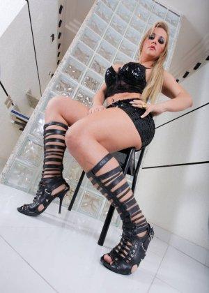 Синтия Сантос - эффектная блондинка, которая готова подставить свое пизденку для секса - фото 10