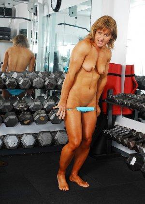 Тело этой женщины очень атлетично - она занимается бодибилдингом, но и про секс не забывает - фото 5