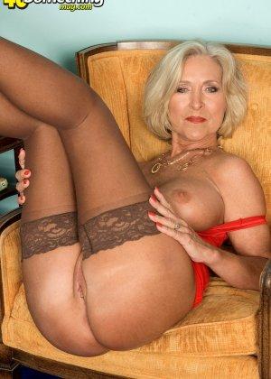 Женщина в преклонном возрасте показывает свое хорошее тело - фото 9- фото 9- фото 9