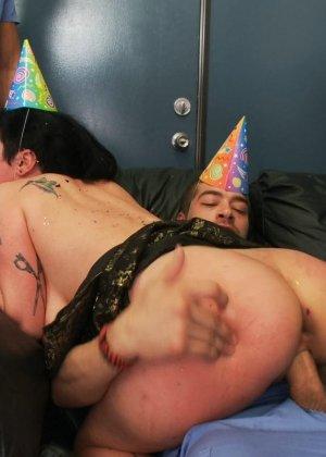 Куча докторов в больнице сексом отметили день рожденье друга - фото 13