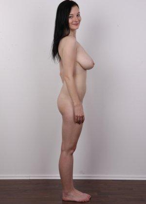 В чешском кастинге девушка решает показать всю себя без одежды и не стесняется камеры - фото 13