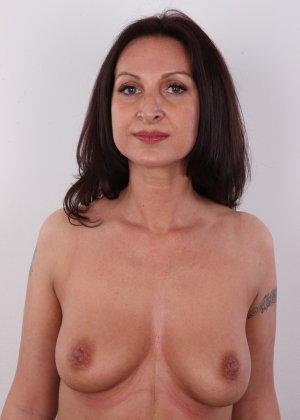 Зрелая брюнетка показывает свое немолодое тело - фото 8- фото 8- фото 8