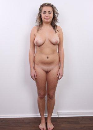 Телка с большими дойками роставила ножки на порно пробах - фото 12