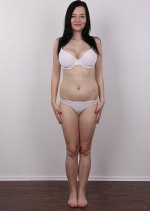 В чешском кастинге девушка решает показать всю себя без одежды и не стесняется камеры - фото 6