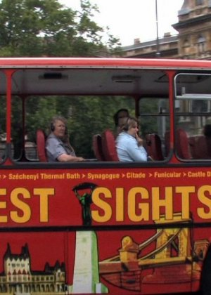 Паренек в автобусе разминает сиськи своей жене и дает другим - фото 16