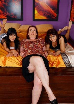 Три похотливые сучки уединяются для того, чтобы получить максимум удовольствия от лесбийской любви - фото 4