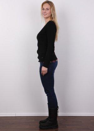 Блонда с огромными сосками выполняет каждую просьбу на этом кастинге - фото 1