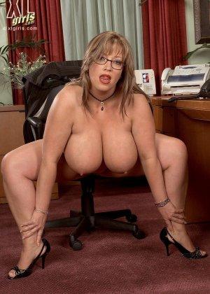 Женщина с огромными формами просто поражает своей внешностью, у нее нереальные объемы - фото 11