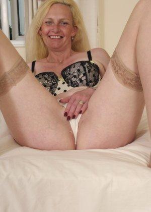 Британская зрелая женщина показывает свое тело, не стесняясь того, что она уже немолода - фото 9