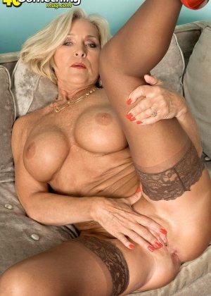 Женщина в преклонном возрасте показывает свое хорошее тело - фото 10- фото 10- фото 10