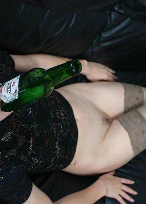 Ванда - рисковая женщина, которая может позволить себе многое, даже вставить бутылку дном - фото 13