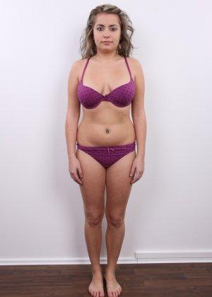 Телка с большими дойками роставила ножки на порно пробах - фото 3