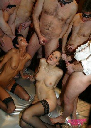 Толпа мужиков отжарили знакомых проституток не заплатив им за услуги - фото 15