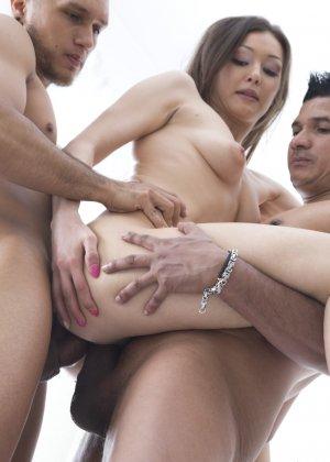 Дикий секс красивых телочек с молодыми пареньками которые их любят - фото 27