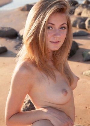 Мария Пай позирует на пляже, снимая с себя всю одежду - фото 10- фото 10- фото 10