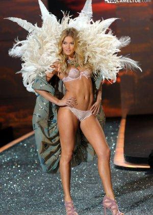 На конкурсе красоты выступают очень красивые модели в сексуальном белье - фото 3