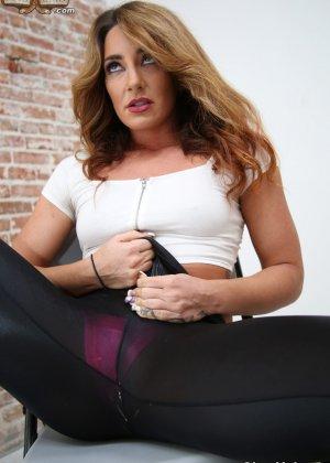 Шикарная красотка Савана Фокс в розовых бикини занимается мастурбацией - фото 3