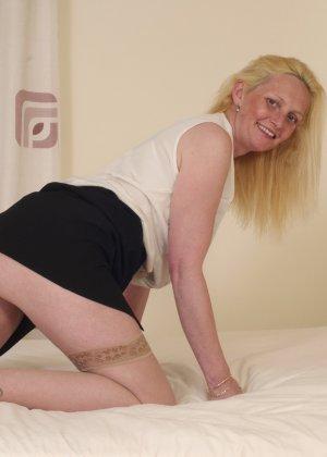 Британская зрелая женщина показывает свое тело, не стесняясь того, что она уже немолода - фото 2