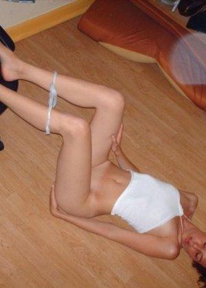 Подборка бухих телок, которые сняли трусы и начали мастурбировать перед камерой - фото 8