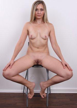 Девушка с хорошим телом показывает себя без одежды, участвуя в кастинге – все ее части тела очень соблазнительны - фото 16