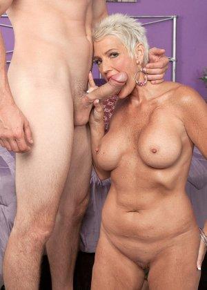 Зрелая блондинка развлекается со своим любовником, пока муж уехал в командировку - фото 5