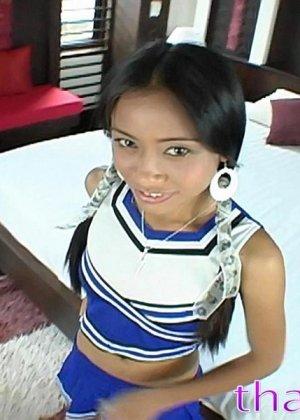 Большой крепкий член пронзает изнутри привлекательную тайскую шлюшку - фото 3
