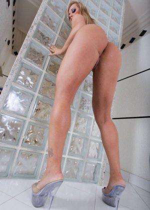 Синтия Сантос - эффектная блондинка, которая готова подставить свое пизденку для секса - фото 15