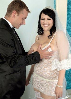 Жирная невеста решает отдаться прямо в свадебном платье, покорив мужа своими формами - фото 3