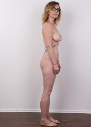 Опытная дамочка решает принять участие в чешском кастинге и показывает свое немолодое тело - фото 10