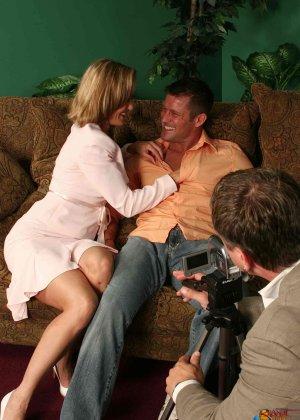 На осмотре нового семейного гнезда мужику предложили за бабки выебать жену - фото 27
