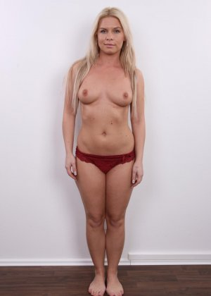 Девушка показывает свое тело - фото 7- фото 7- фото 7