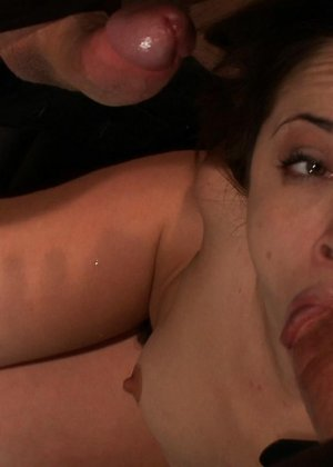 Кристина Роуз показывает свою развратность – она принимает на себя различные испытания, которые ей дают мужчины - фото 9