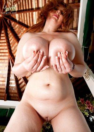 Три жирных, сисястых лесбиянки с налаждением ласкают друг друга в бассейне - фото 11