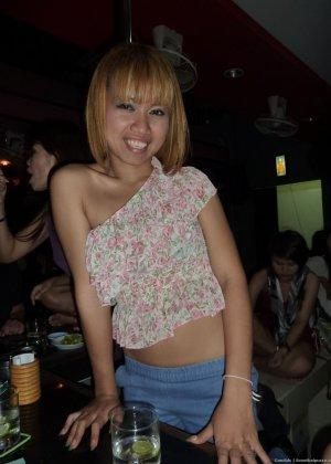 Пацан подцепил в клубе красивую сучку и хорошенько отымел её в квартире - фото 2
