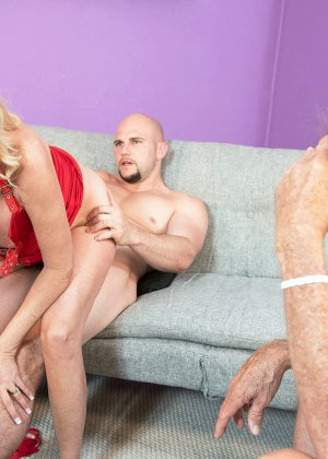 Блондинка наказала своего зрелого мужа который долго гулял на стороне - фото 14