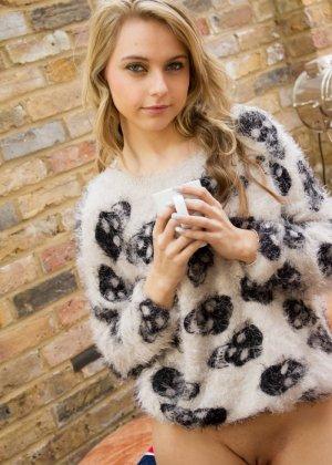 Хлоя Той – красивая блондинка, которая снимает с себя всё и демонстрирует молодое тело без одежды - фото 8