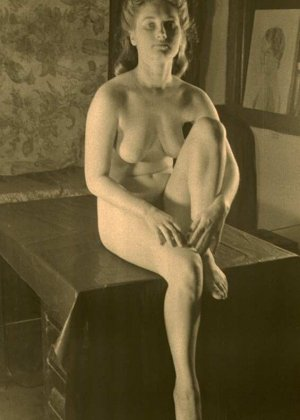Очень старые фотографии показывают обнаженное тело женщины, которая не знала о существовании бритвы - фото 14
