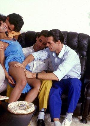 Ретро-снимки понравятся многим, ведь на них можно лицезреть сумасшедшее действо – групповой секс - фото 5